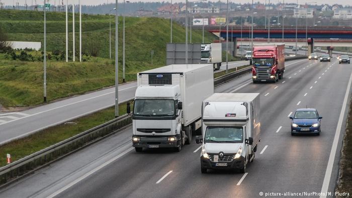 PE zatwierdził reformę przepisów o pracownikach delegowanych, ale szykuje się ważniejsza dla Polski batalia o kierowców /Deutsche Welle