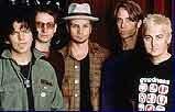 Pearl Jam - McCready pierwszy z prawej /
