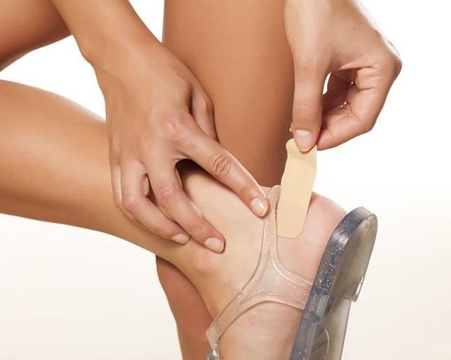 pęcherze na stopach /© Photogenica