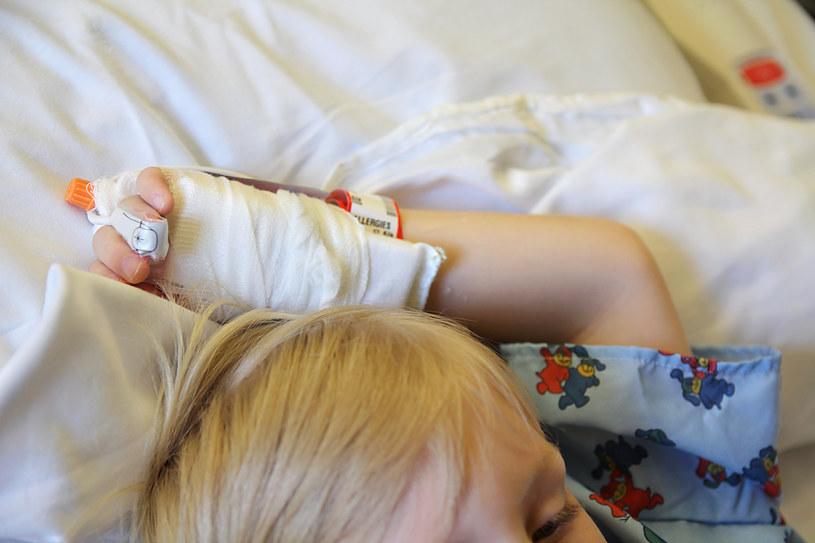 Pediatra ostrzega, że przybywa dzieci zakażonych koronawirusem /123RF/PICSEL