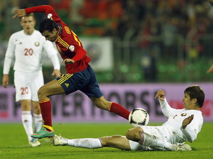 Pedro Rodriguez (w środku) w meczu z Białorusią /PAP/EPA