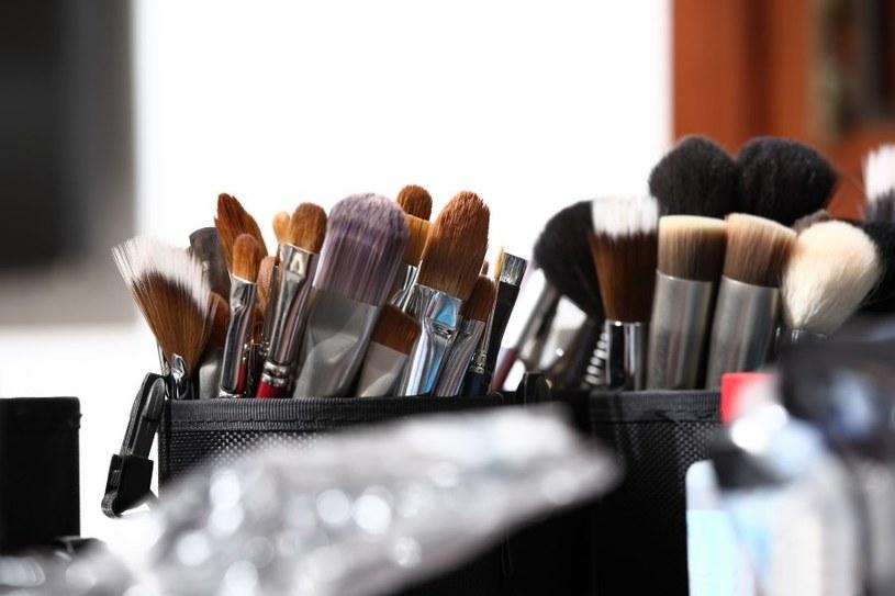 Pędzle do makijażu należy regularnie czyścić /123RF/PICSEL