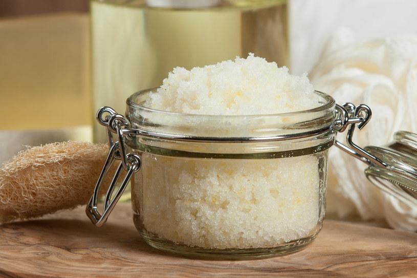Peeling cukrowy powinien być wykonywany dwa lub trzy razy w tygodniu /123RF/PICSEL
