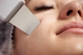 Peeling kawitacyjny działa na skórę twarzy ultradźwiękami /materiały promocyjne