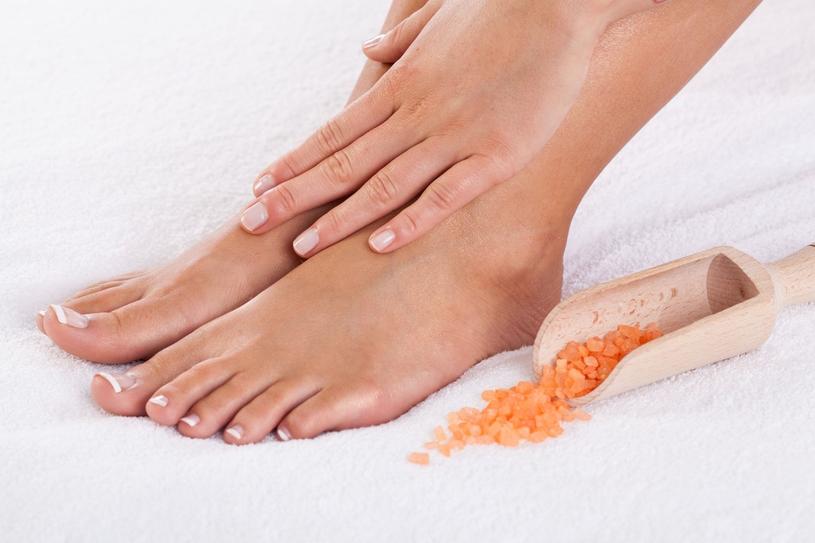 Peeling przygotowuje skórę do lepszego chłonięcia substancji odżywczych /123RF/PICSEL