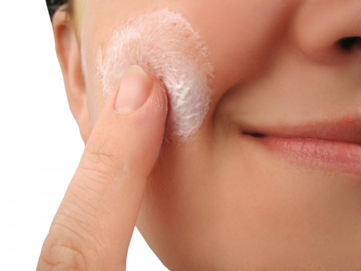 peeling skóry twarzy /© Photogenica