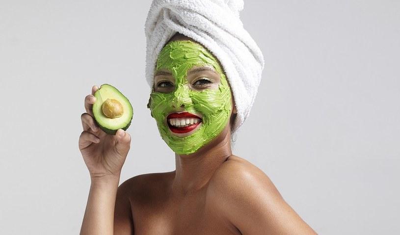 peeling z avocado /© Photogenica