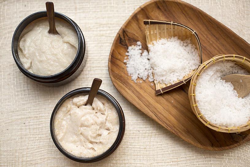 Peeling z solą /©123RF/PICSEL