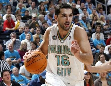 Peja Stojakovic zdobył 42 punkty dla Hornets w starciu z Bobcats /AFP