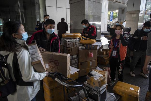 Pekin odpiera zarzuty zagranicznych krytyków, w tym szczególnie władz USA, o zaniedbania i próby ukrycia danych dotyczących pandemii koronawirusa /WU HONG /PAP/EPA