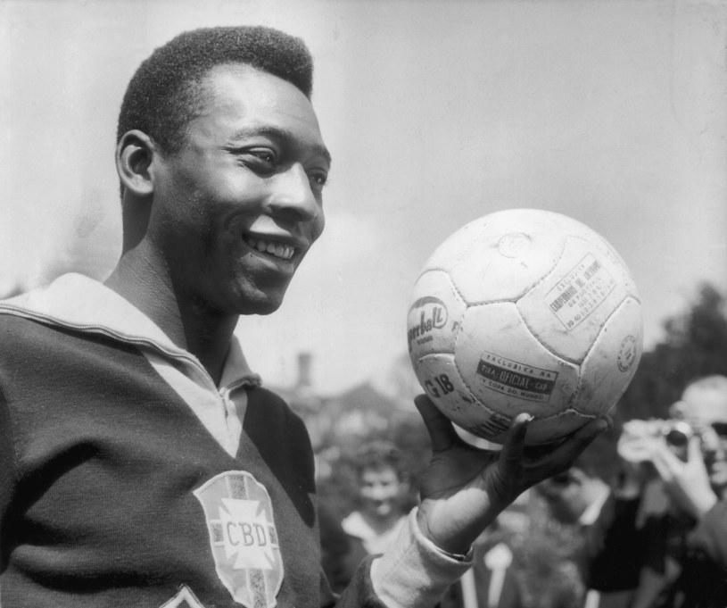 """Pele - słynna """"10"""" i legenda brazylijskiej piłki /Getty Images"""