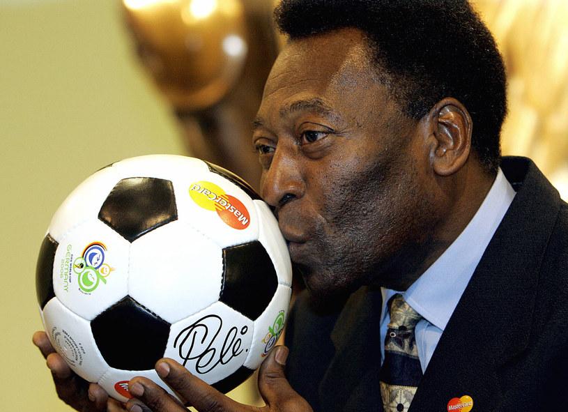 Pele to jedna z największych gwiazd światowego futbolu /AFP