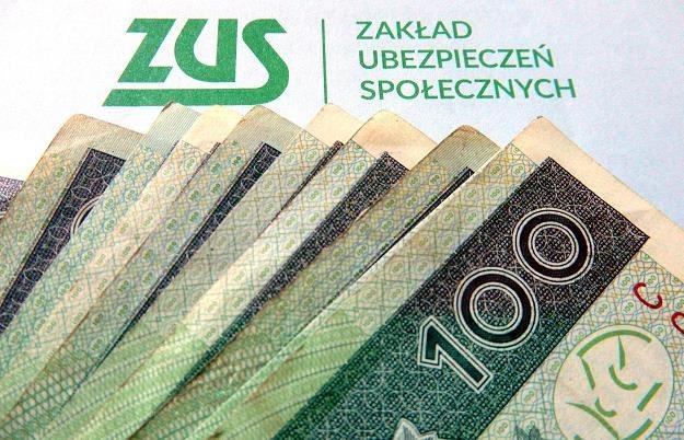 Pełen ZUS od każdej umowy zlecenia? To oznacza wyższe koszty dla pracodawców. Fot. Mariusz Grzelak /Reporter