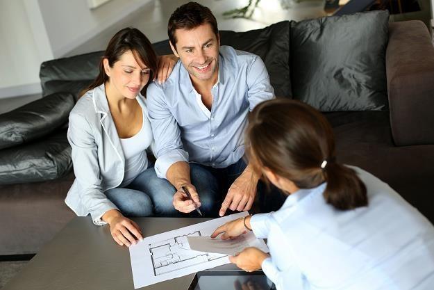 Pełnomocnik pomoże nam w sprzedaży nieruchomości /©123RF/PICSEL