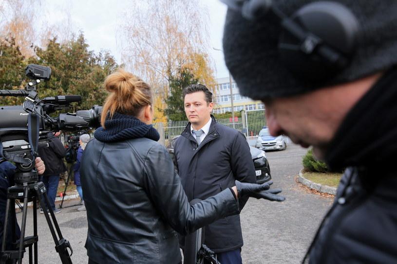 Pełnomocnik prawny ojca zastrzelonego mężczyzny adwokat Michał Wąż w trakcie konferencji prasowej /Tomasz Wojtasik /PAP