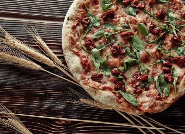 Pełnoziarnista pizza jest zdrowsza, a smakuje równie dobrze! /materiały prasowe