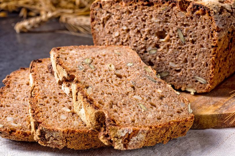 Pełnoziarnisty chleb /©123RF/PICSEL