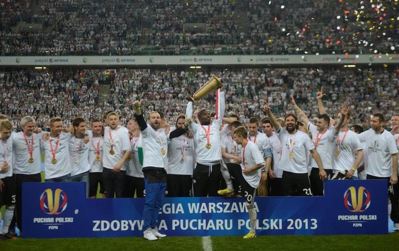 Pełny stadion, emocje, trofeum - Legia z Pucharem Polski /Bartłomiej Zborowski /PAP