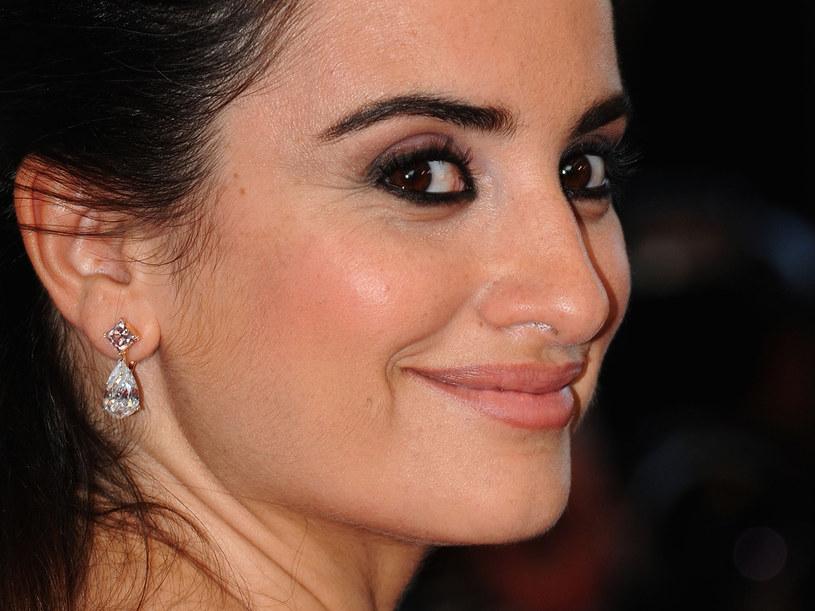Penelope ma piękne, gęste rzęsy. Zalotka pomaga jej je podkreślić  /Getty Images/Flash Press Media