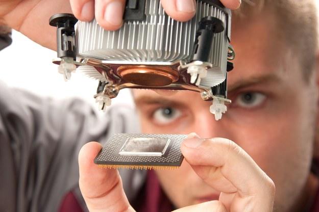 Pensje młodych pracowników w branży IT mogą sięgać nawet 10 tysięcy złotych brutto /123RF/PICSEL