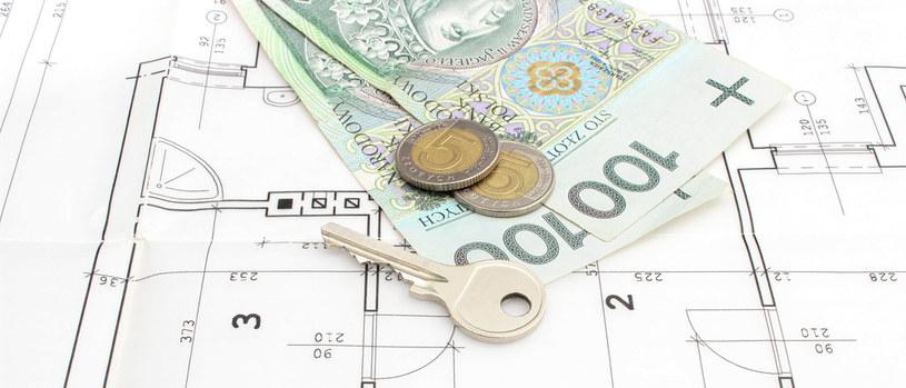 Pensje znowu rosną szybciej niż ceny mieszkań /123RF/PICSEL