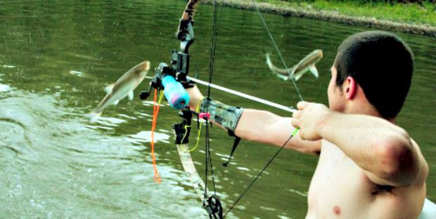 Peoria Carp Hunters pozbywają się szkodników nie tylko poprzez jazdę na nartach wodnych /materiały prasowe