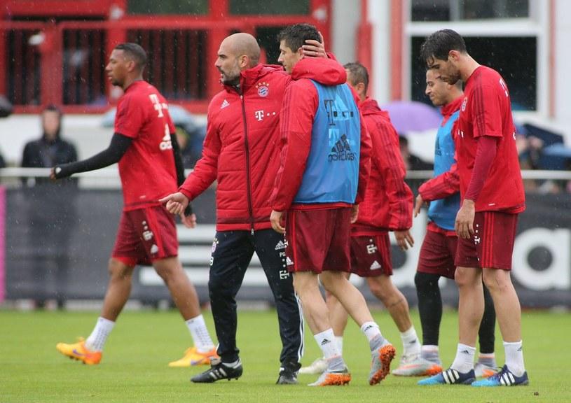 Pep Guardiola uspokaja Roberta Lewandowskiego / fot. Imago Sport and News /East News