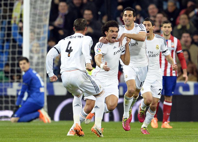Pepe i jego koledzy z Realu świętują zdobycie bramki /AFP