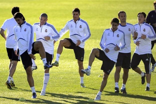 Pepe (trzeci od lewej) i Ricardo Carvalho (drugi od prawej). Czy ich konflikt jest wyssany z palca? /AFP