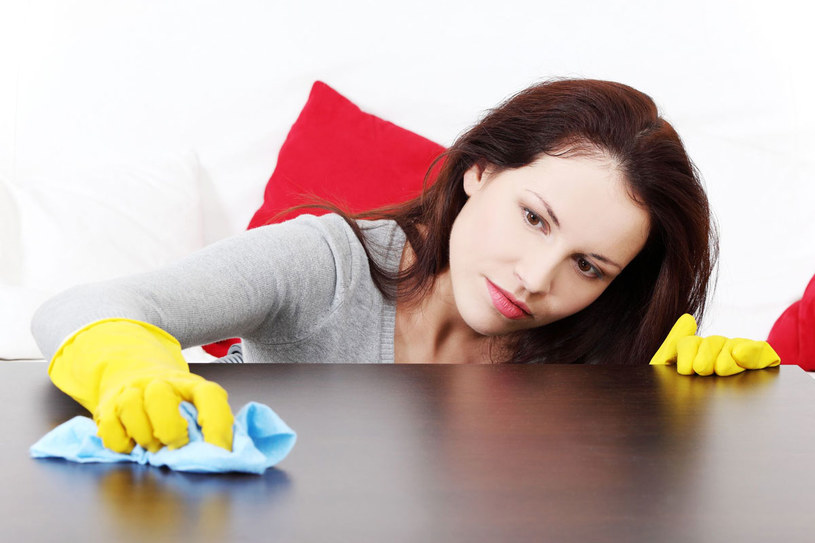 """Perfekcyjna pani domu często stosuje """"domowe"""" sposoby. Są skuteczne, ale czy bezpieczne? /123RF/PICSEL"""