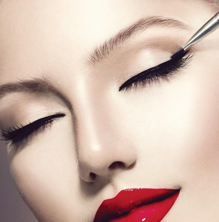 perfekcyjny makijaż /© Photogenica