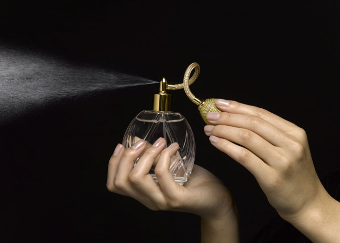 Perfumy a toksyczne związki /© Photogenica