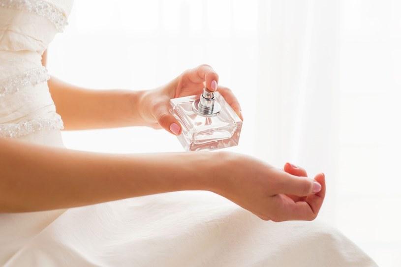 Perfumy są ważnym elementem stylizacji /123RF/PICSEL