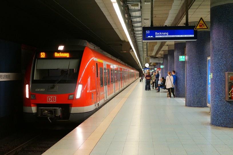 Peron na dworcu S-Bahn w Stuttgarcie /Wikimedia.org/Giftzwerg 88 /Wikimedia