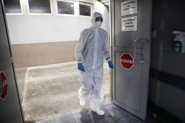 Personel medyczny Szpitalnego Oddziału Ratunkowego podczas pracy w szpitalu MSWiA w Warszawie /Leszek Szymański /PAP
