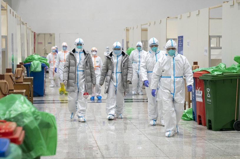 Personel medyczny w jednym ze szpitali w mieście Wuhan /Xiong Qi/Xinhua News /East News