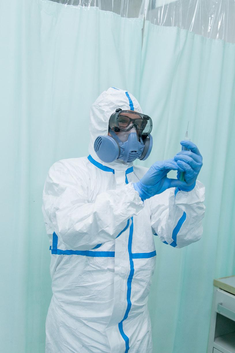 Personel szpitala zrobi wszystko, by zapobiec rozprzestrzenianiu się epidemii. /TVN