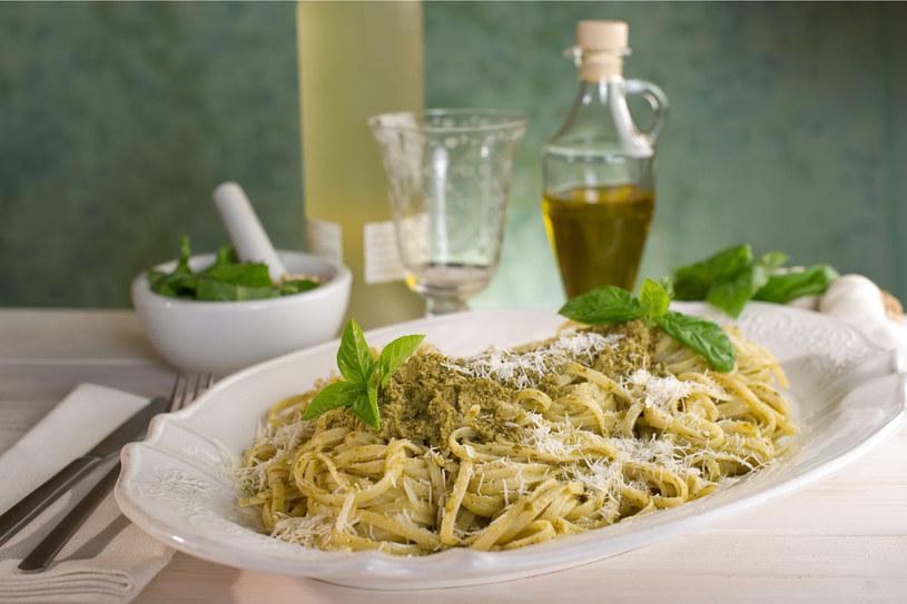 Pesto to flagowy przysmak Ligurów. Zwykle podaje się go z makaronem /123RF/PICSEL