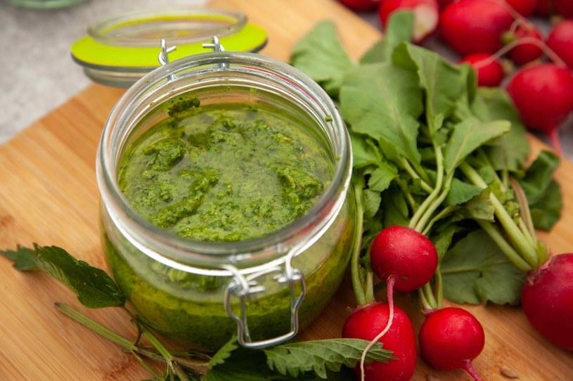 Pesto z liści pokrzywy i liści rzodkiewki /materiały prasowe