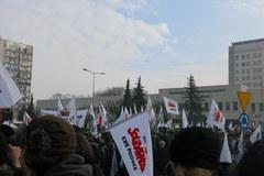 Petardy i opony. Górnicy protestują w Jastrzębiu Zdroju