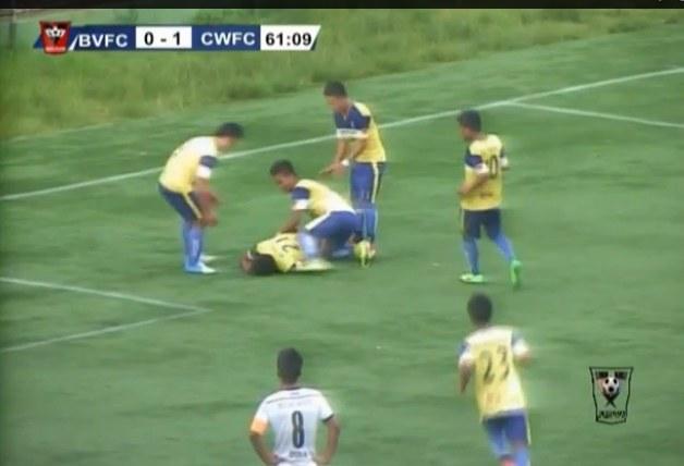Peter Biaksangzuala próbował wykonać salto po zdobyciu gola /Youtube