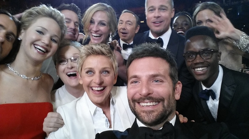 Peter Nyong'o (P) na słynnym selfiaku Ellen DeGeneres /Getty Images
