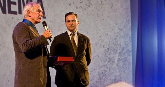 Peter Weir i Radosław Sikorski na scenie kina Kijów.Centrum /materiały prasowe