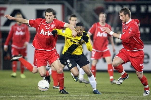 Peter Wisgerhof (z lewej) w starciu z Faoudem Idabdelhayem z NAC Breda /INTERIA.PL/AFP