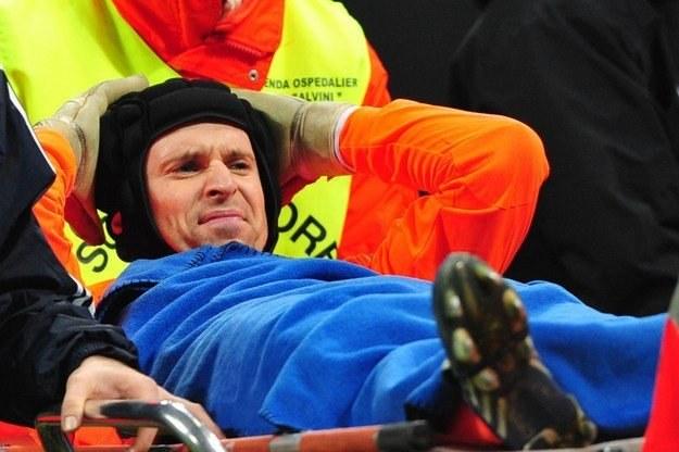 Petr Cech nie zagra przez miesiąc z powodu kontuzji /AFP