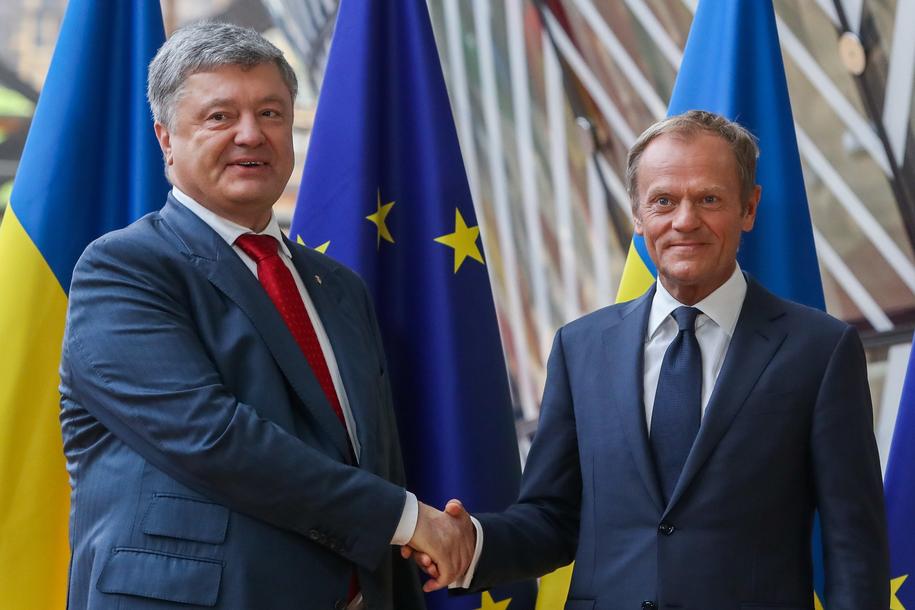 Petro Poroszenko i Donald Tusk /STEPHANIE LECOCQ  /PAP/EPA