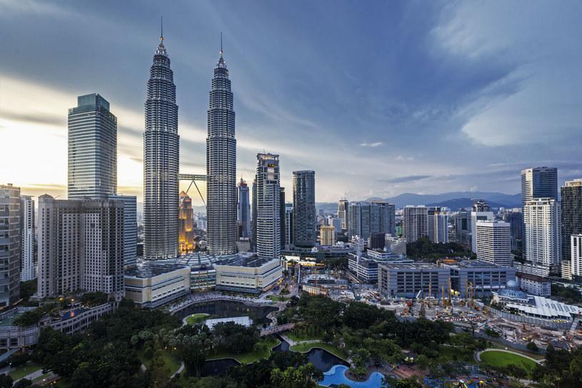 Petronas Tower i panorama Kuala Lumpur /123RF/PICSEL