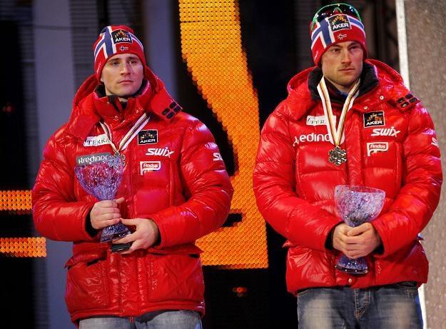 Petter Northug (z prawej) narzeka na ból gardła i osłabienie wywołane astmą /AFP