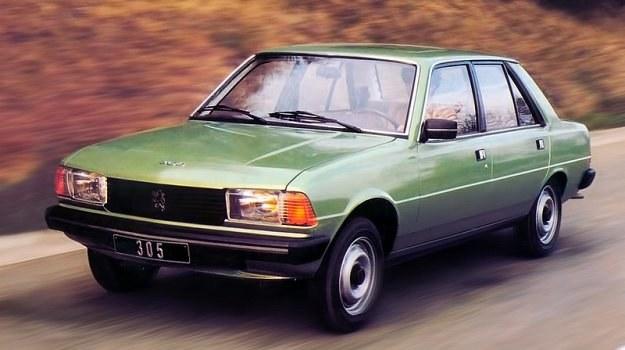 Peugeot 305 to istotny wyłom w europejskiej koncepcji samochodu średniej klasy. Dzięki umieszczonemu poprzecznie silnikowi i długiemu rozstawowi osi ilość miejsca we wnętrzu jest imponująca pomimo długości całkowitej zaledwie 4,24 m. /Peugeot