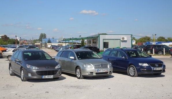 Peugeot 407, Toyota Avensis i Volkswagen Passat /Motor